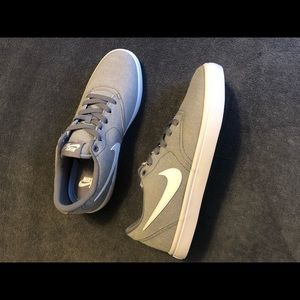 Nike sb light grey